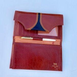 '70s vintage / leather wallet checkbook